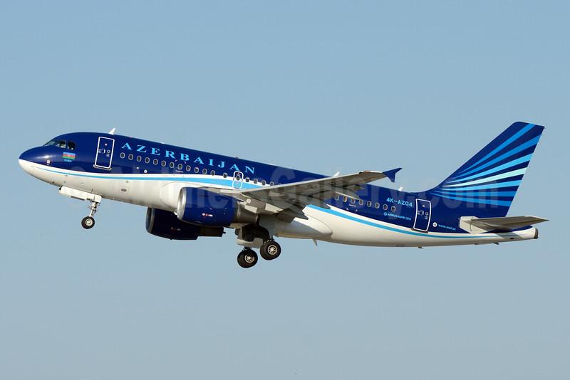 Azerbaijan Airlines Airbus A319-111 4K-AZ04 (msn 2588) DME (OSDU). Image: 926023.