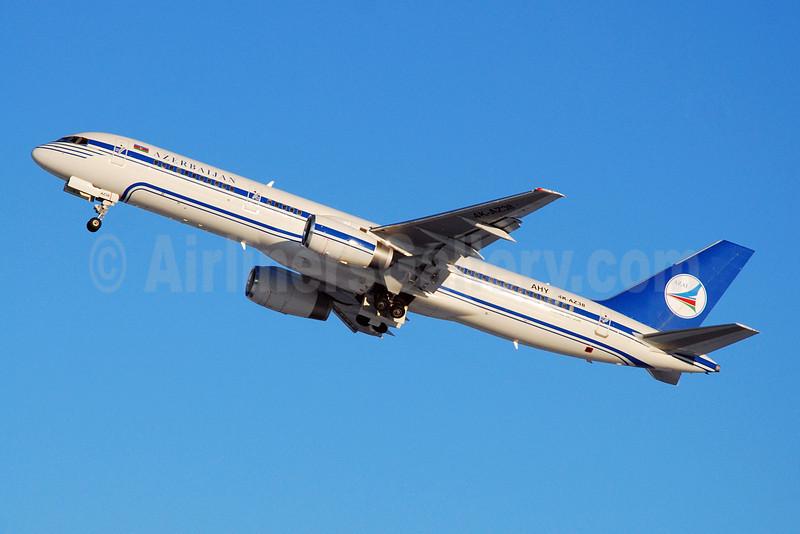 Azerbaijan Airlines-AZAL Boeing 757-256 4K-AZ38 (msn 26246) DME (OSDU). Image: 907749.