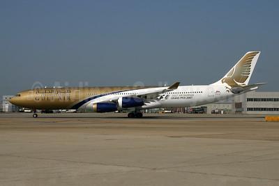 Gulf Air Airbus A340-313 A40-LH (msn 215) (Gulf Air Bahrain Grand Prix 2007) LHR (SPA). Image: 954429.
