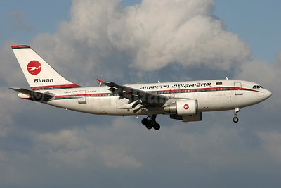 Biman Bangladesh Airlines Airbus A310-325 S2-ADF (msn 700) LHR (SPA). Image: 900936.