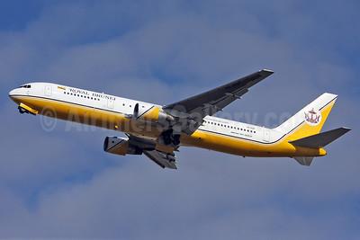 Royal Brunei Airlines Boeing 767-33A ER V8-RBF (msn 25530) LHR (Keith Burton). Image: 902358.
