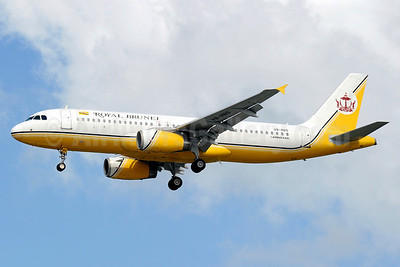Royal Brunei Airlines Airbus A320-232 V8-RBS (msn 2135) SIN (Kenneth Wong). Image: 910272.