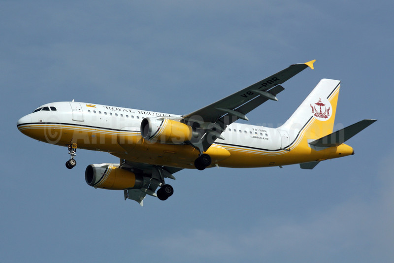 Royal Brunei Airlines Airbus A319-132 V8-RBR (msn 2032) SIN (Michael B. Ing). Image: 901025.