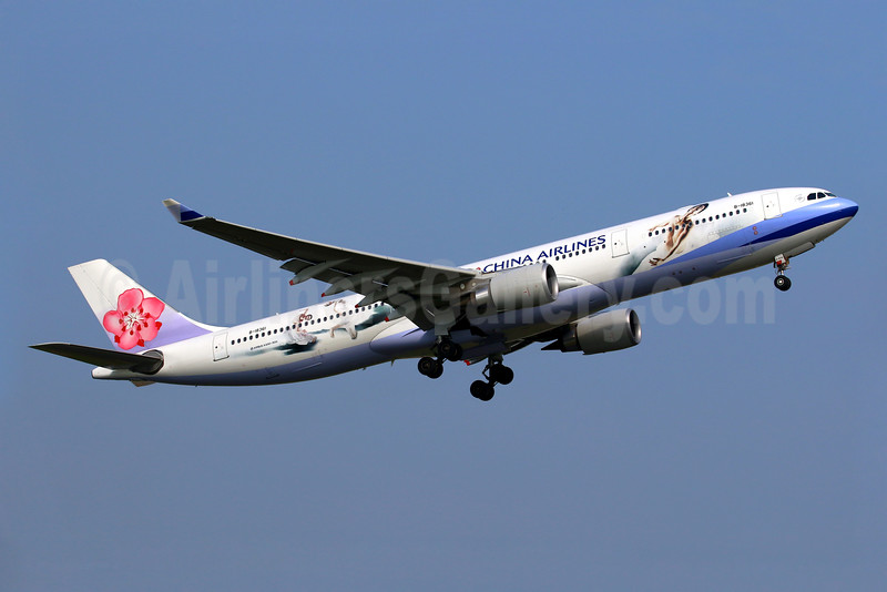"China Airlines' special ""Cloud Gate Dancers"" livery"