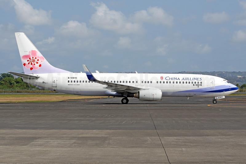China Airlines Boeing 737-809 WL B-18615 (msn 30174) DPS (Michael B. Ing). Image: