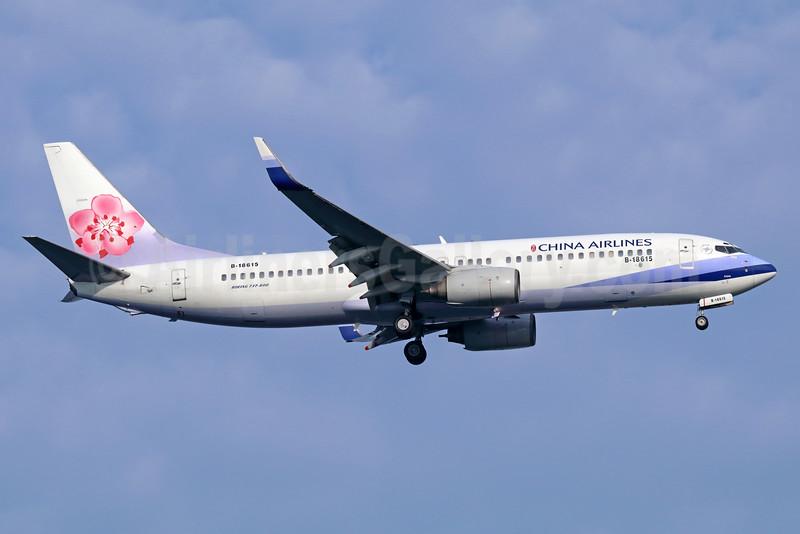 China Airlines Boeing 737-809 WL B-18615 (msn 30174) SIN (Michael B. Ing). Image: 934889.
