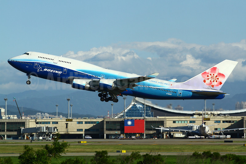 China Airlines Boeing 747-409 B-18210 (msn 33734) (Boeing colors) TPE (Manuel Negrerie). Image: 910465.
