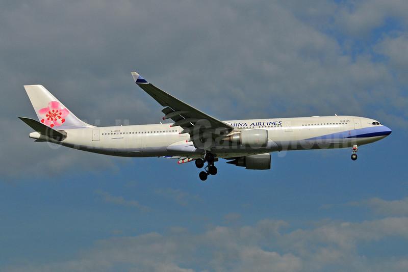 China Airlines Airbus A330-302 B-18355 (msn 1177) BKK (Ken Petersen). Image: 908862.