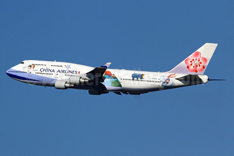 """CAL's """"Love and Hug"""" special livery"""