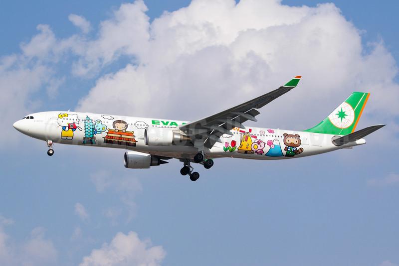 """The third """"Hello Kitty"""" logo jet"""