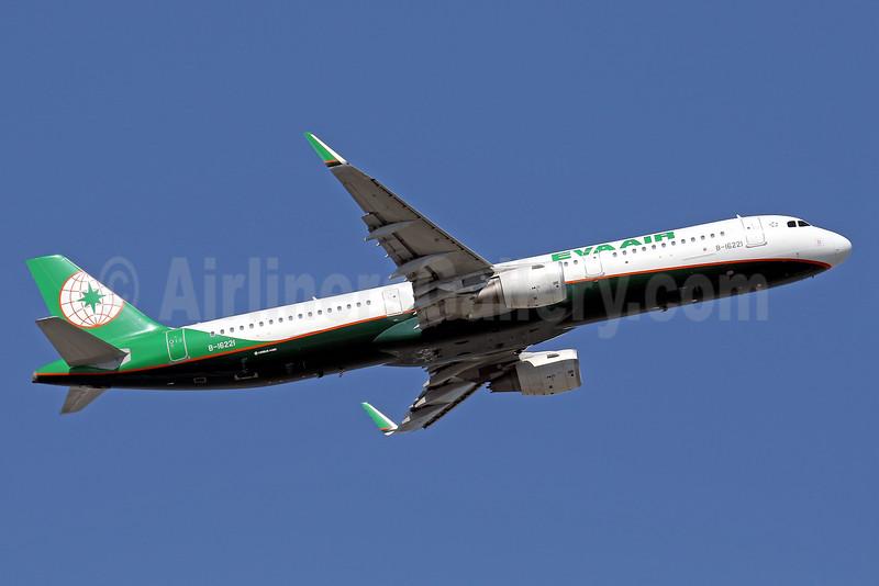 EVA Air Airbus A321-211 WL B-16221 (msn 6935) HKG (Javier Rodriguez). Image: 936011.