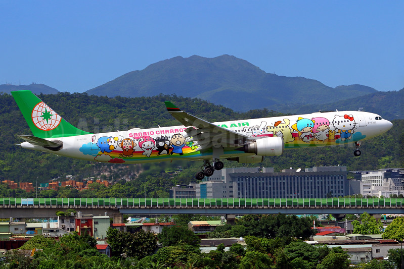 """EVA Air's 2017 """"Sanrio Characters"""" special livery"""