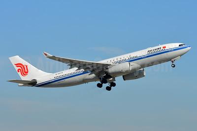 Air China Airbus A330-243 B-6079 (msn 810) ZRH (Paul Bannwarth). Image: 939745.