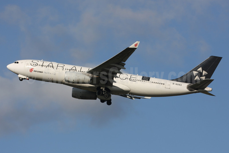 Air China Airbus A330-243 B-6093 (msn 884) (Star Alliance-15 Years) LGW (Terry Wade). Image: 912616.