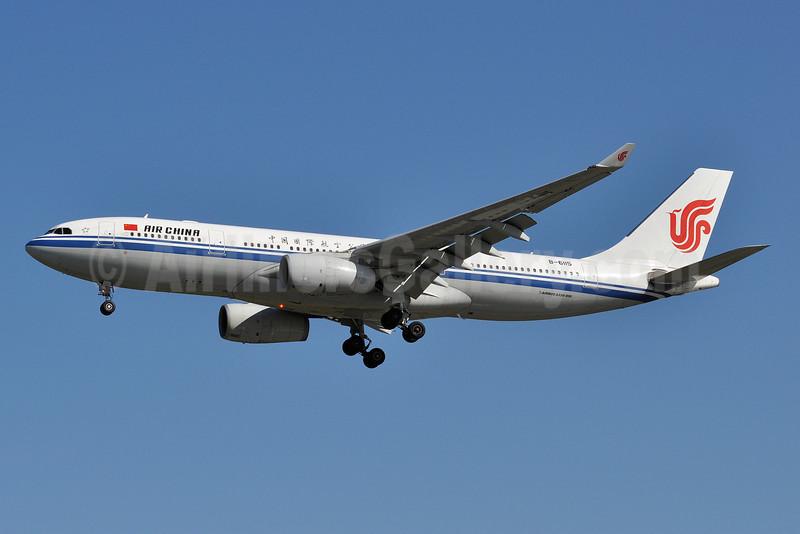 Air China Airbus A330-243 B-6115 (msn 909) YVR (Tony Storck). Image: 905594.