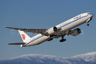 Air China Boeing 777-39L ER B-2033 (msn 38673) YVR (Steve Bailey). Image: 936517.