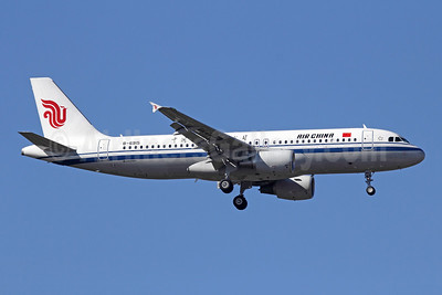 Air China Airbus A320-214 B-6915 (msn 5014) PEK (Michael B. Ing). Image: 912281.