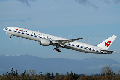 Air China Boeing 777-39L ER B-7952 (msn 63352) PAE (Nick Dean). Image: 935456.
