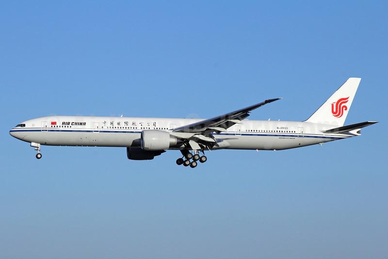 Air China Boeing 777-39L ER B-2033 (msn 38673) PEK (Michael B. Ing). Image: 911618.