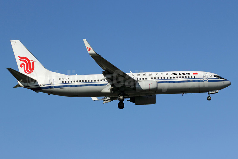 Air China Boeing 737-89L WL B-5423 (msn 36742) PEK (Michael B. Ing). Image: 910814.