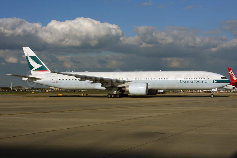 Cathay Pacific Airways Boeing 777-367 ER B-KQN (msn 41761) LHR. Image: 937432.