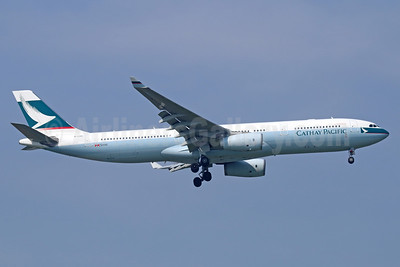 Cathay Pacific Airways Airbus A330-343 B-LBA (msn 1409) BKK (Michael B. Ing). Image: 940502.