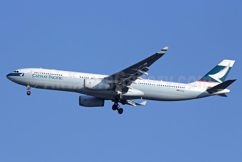 Cathay Pacific Airways Airbus A330-343 B-HLN (msn 389) BKK (Michael B. Ing). Image: 911298.