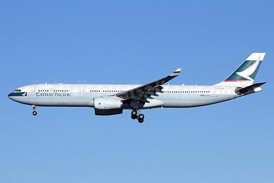 Cathay Pacific Airways Airbus A330-343 B-HLM (msn 386) NRT (Michael B. Ing). Image: 909094.
