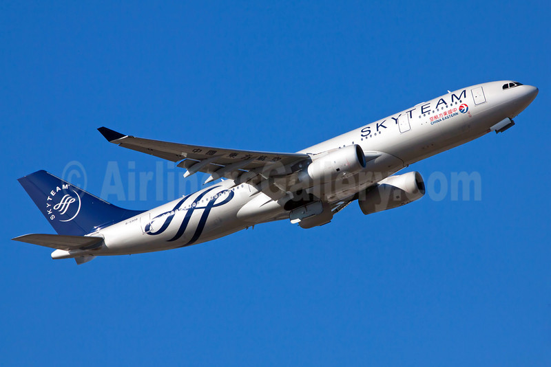 China Eastern Airlines Airbus A330-243 B-5908 (msn 1372) (SkyTeam) FRA (Ole Simon). Image: 912392.