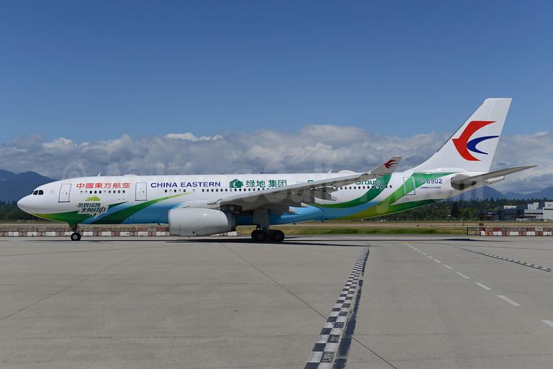 "China Eastern's ""Greenland Group"" logo jet"
