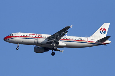 China Eastern Airlines Airbus A320-214 B-6879 (msn 4946) BKK (Michael B. Ing). Image: 910681.
