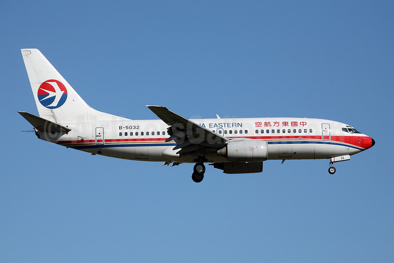 China Eastern Airlines Boeing 737-79P B-5032 (msn 30035) FUK (John Adlard). Image: 902328.