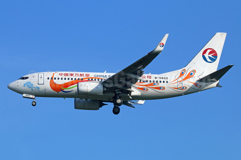 China Eastern Airlines Boeing 737-79P WL B-5820 (msn 39733) (Orange Peacock, old logo) BKK (Michael B. Ing). Image: 934557.
