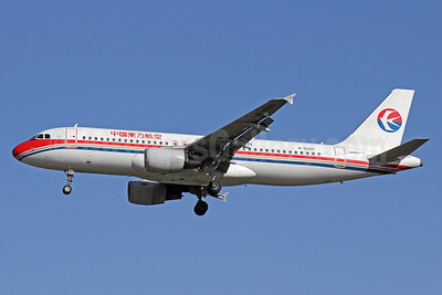 China Eastern Airlines Airbus A320-214 B-6260 (msn 2591) PEK (Michael B. Ing). Image: 912382.