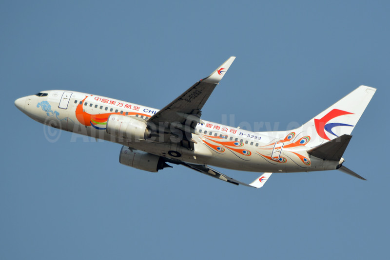 China Eastern Airlines Boeing 737-79P WL B-5293 (msn 39721) (Orange Peacock, new logo) BKK (Jay Selman). Image: 403108.