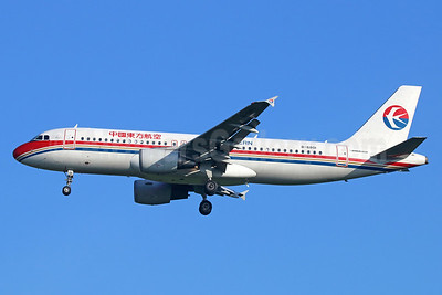 China Eastern Airlines Airbus A320-214 B-6801 (msn 4722) BKK (Michael B. Ing). Image: 934718.