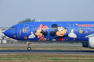 """China Eastern's 2016 """"Shanghai Disney Resort"""" promotional special livery"""