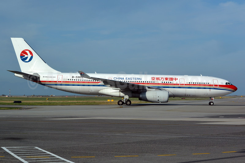China Eastern Airlines Airbus A330-243 B-5952 (msn 1547) YVR (Jay Selman). Image: 403129.