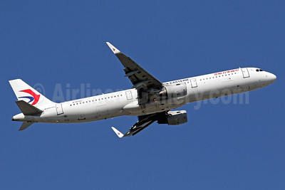 China Eastern Airlines Airbus A321-211 WL B-8232 (msn 6762) HKG (Javier Rodriguez). Image: 936194.