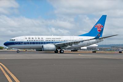 China Southern Airlines Boeing 737-71B WL B-5291 (msn 38962) HNL (Ivan K. Nishimura). Image: 938462.