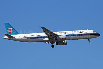 China Southern Airlines Airbus A321-231 B-2418 (msn 2530) PEK (Michael B. Ing). Image: 912319.