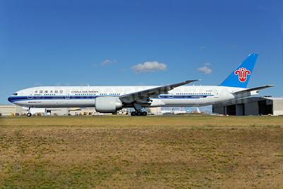 China Southern Airlines Boeing 777-31B ER B-2007 (msn 43221) PAE (Royal S. King). Image: 923914.