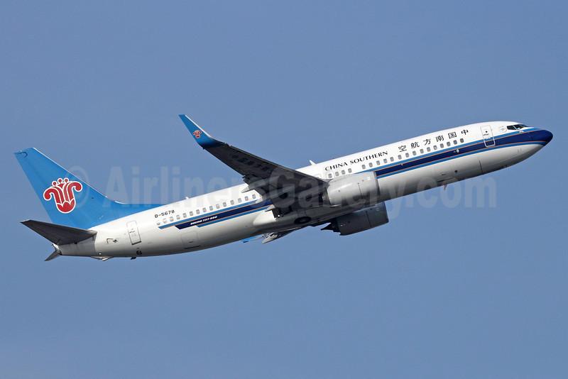 China Southern Airlines Boeing 737-81B WL B-5678 (msn 38929) BKK (Michael B. Ing). Image: 911084.