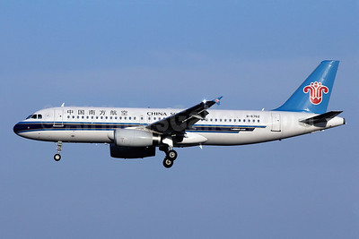China Southern Airlines Airbus A320-232 B-6762 (msn 4751) PEK (Michael B. Ing). Image: 907952.