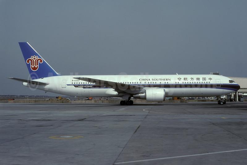 China Southern Airlines Boeing 767-375 ER B-2562 (msn 25864) SHA (Rolf Wallner). Image: 938555.