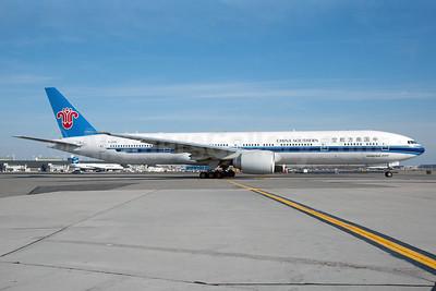 China Southern Airlines Boeing 777-31B ER B-2048 (msn 43220) JFK (Fred Freketic). Image: 925310.