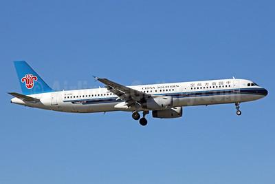China Southern Airlines Airbus A321-231 B-2281 (msn 1614) PEK (Michael B. Ing). Image: 912317.