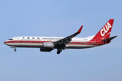 China United Airlines-CUA Boeing 737-89P WL B-7370 (msn 61313) PKX (Michael B. Ing). Image: 948152.