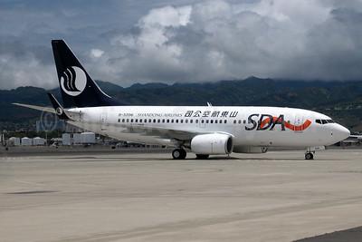 Shandong Airlines-SDA Boeing 737-75N WL B-5206 (msn 33666) HNL (Ivan K. Nishimura). Image: 934332.