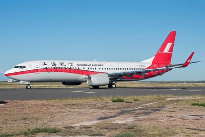Shanghai Airlines Boeing 737-86D WL B-5833 (msn 37908) HNL (Ivan K. Nishimura). Image: 913491.